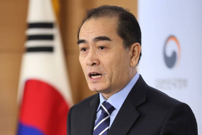 Major defector urges information campaign for North Koreans: Gained courage from news reports on smart phone