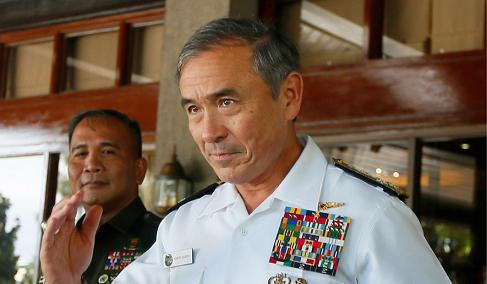 U.S. Pacific commander rattles China with visit to frontline Japan island