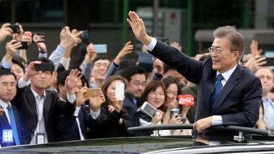 New leader in Seoul assures Trump and Abe that South Korea is still an ally