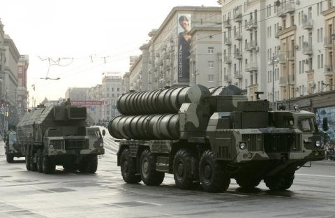 Iran in first displays S-300, slaps U.S. as 'unreliable'